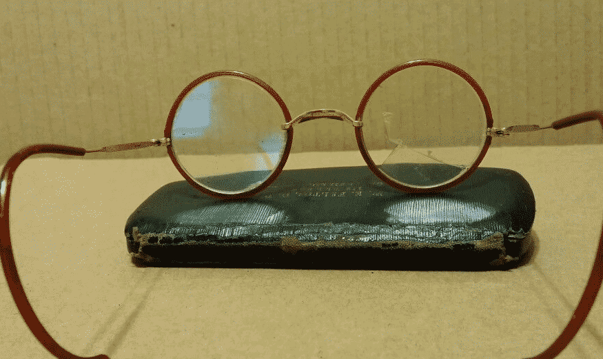 antique-eyeglasses