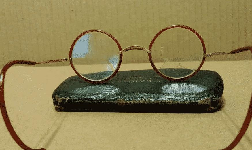 antique-eyeglasses