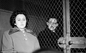 julius_and_ethel_rosenberg_in_police_van