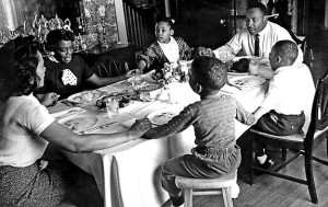 luther_family_praying_at_mealtime